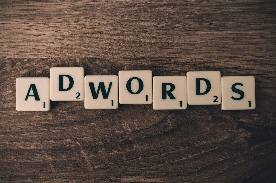 Google Ads, tidligere kalt Adwords, er en perfekt arena for reklamer.