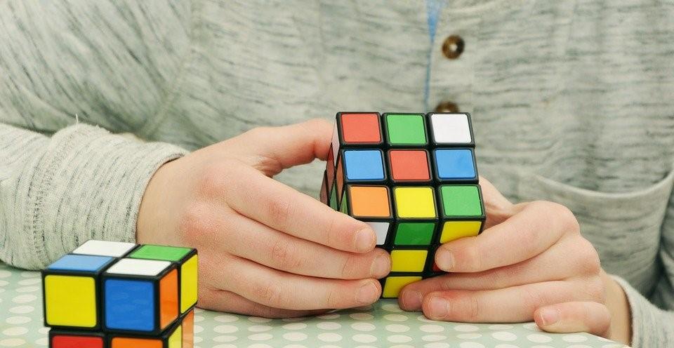Å lese korrektur er litt som å løse en Rubiks kube.