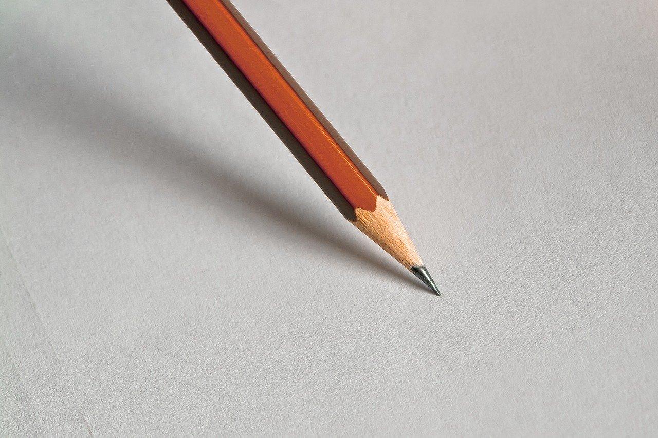 Til syvende og sist handler tekstforfatting kun om penn og papir som lager magi sammen.