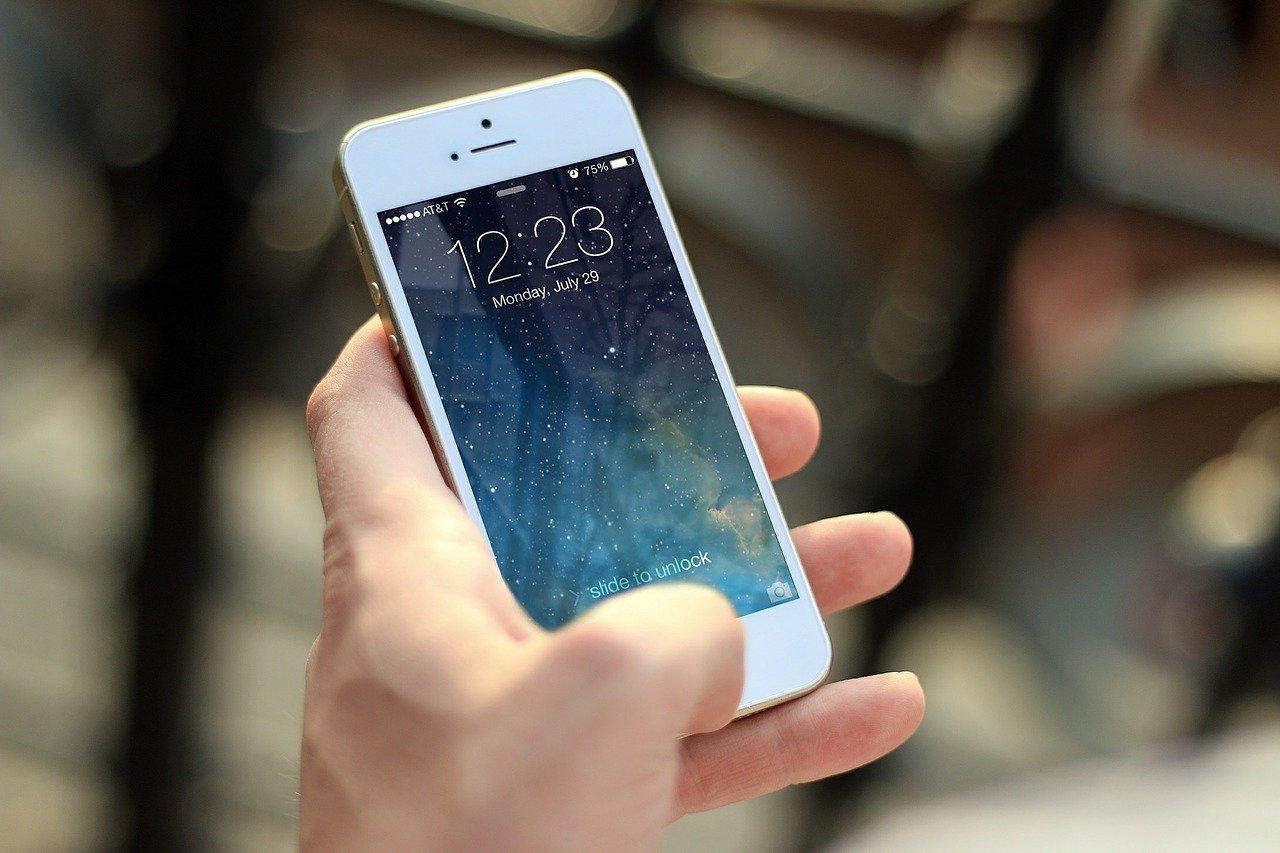 Mobilen er fortsatt veldig populær innen salg!