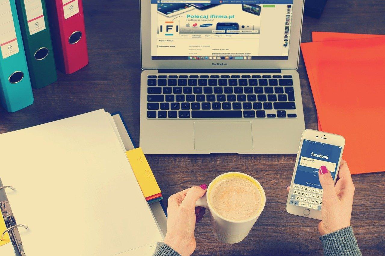 Sosiale medier er en av mange former for digital kommunikasjon.