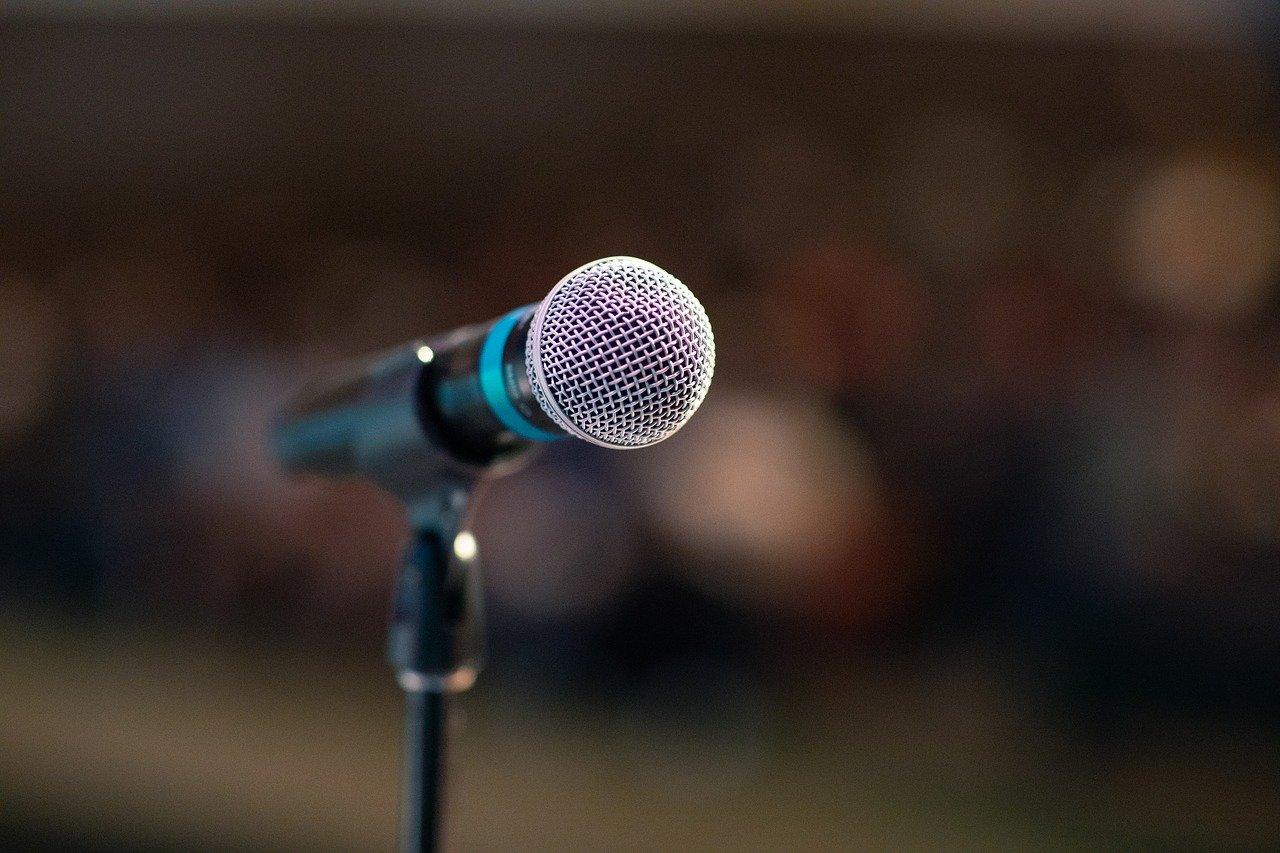 En mikrofon hvor moren til bruden kan holde tale