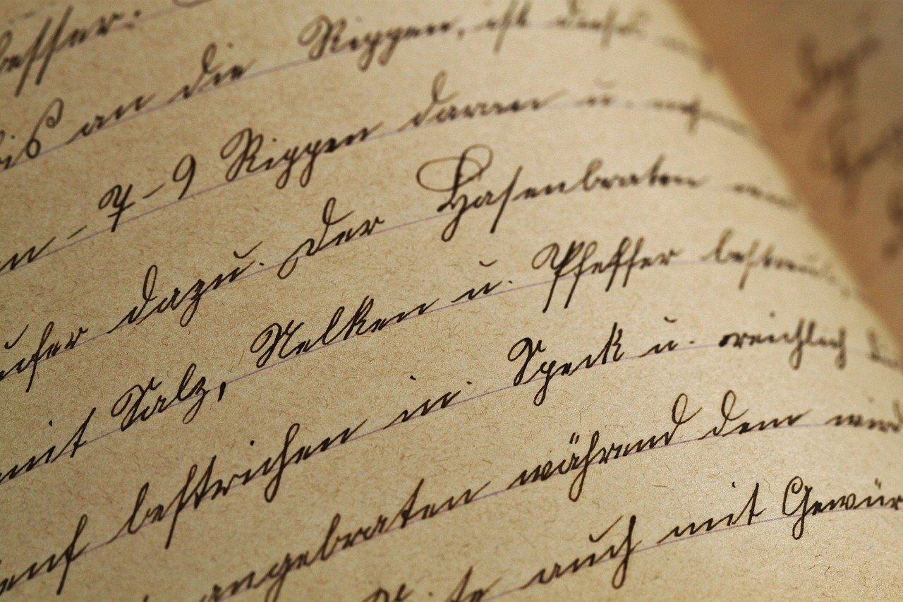 Tekst skrevet på et ark